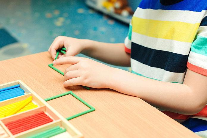 Które praktyczne pomoce dla metody Montessori wybrać